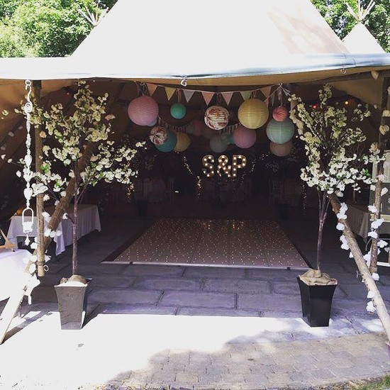 #blossomtrees #hildenbrewary #tipi #bride #groom #wedding #weddingdecor