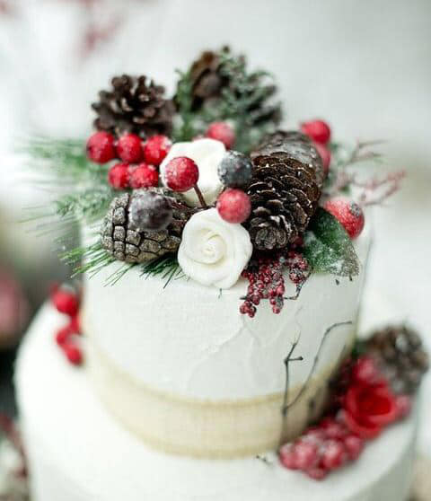 The berries and the acorn Christmas wedding cake ideas. Was ...