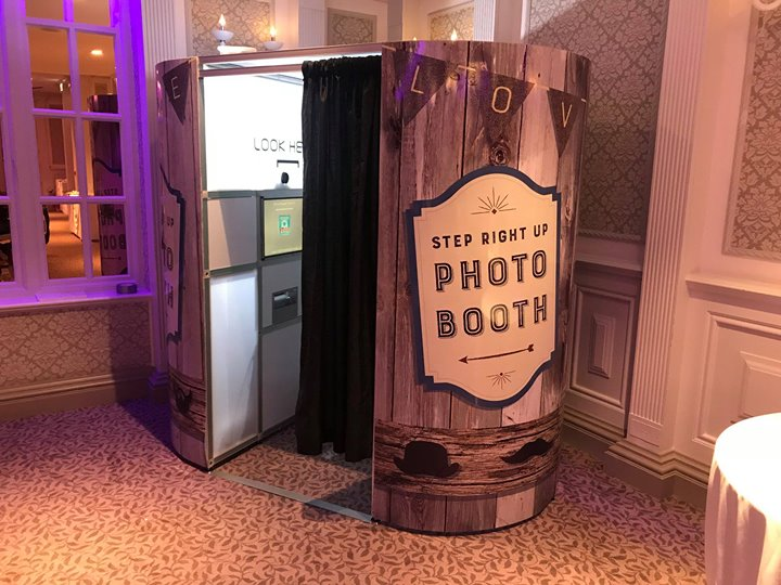 Thought I would share one of our newest Photobooths. The Woo...